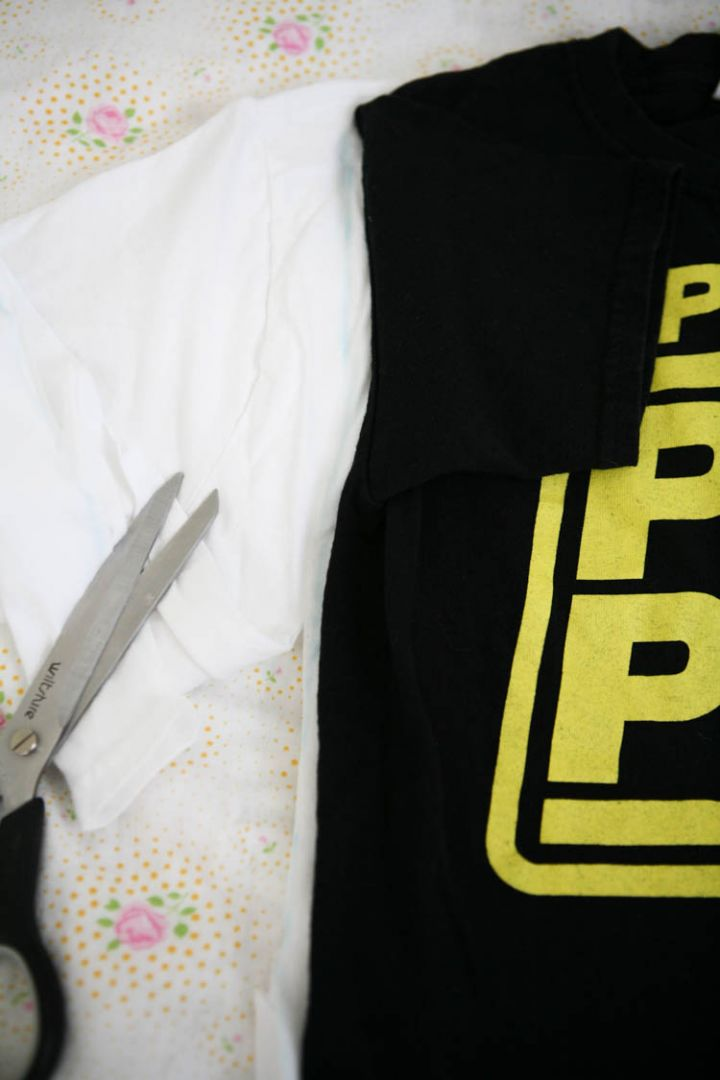 upcycling tshirt into nightshirt:cut along chalk line