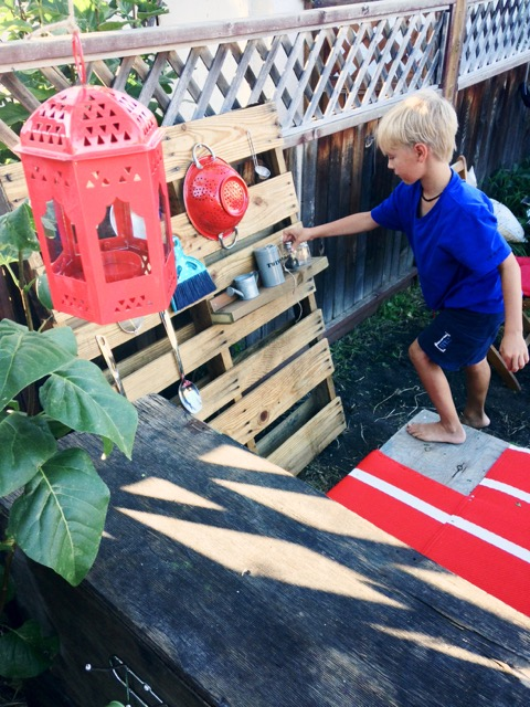 DIY mud kitchen and pallet rack