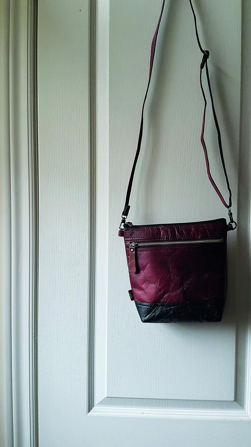 Leafii cross-body purse