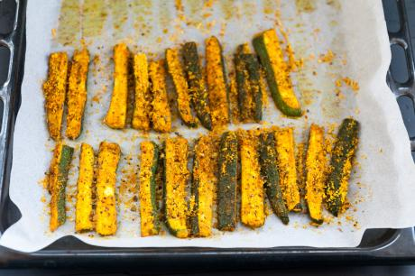 Baked zucchini with spices