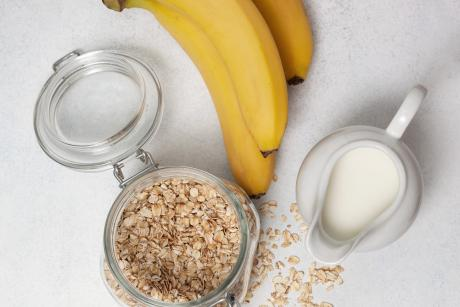 milk, oatmeal, bananas on a light background